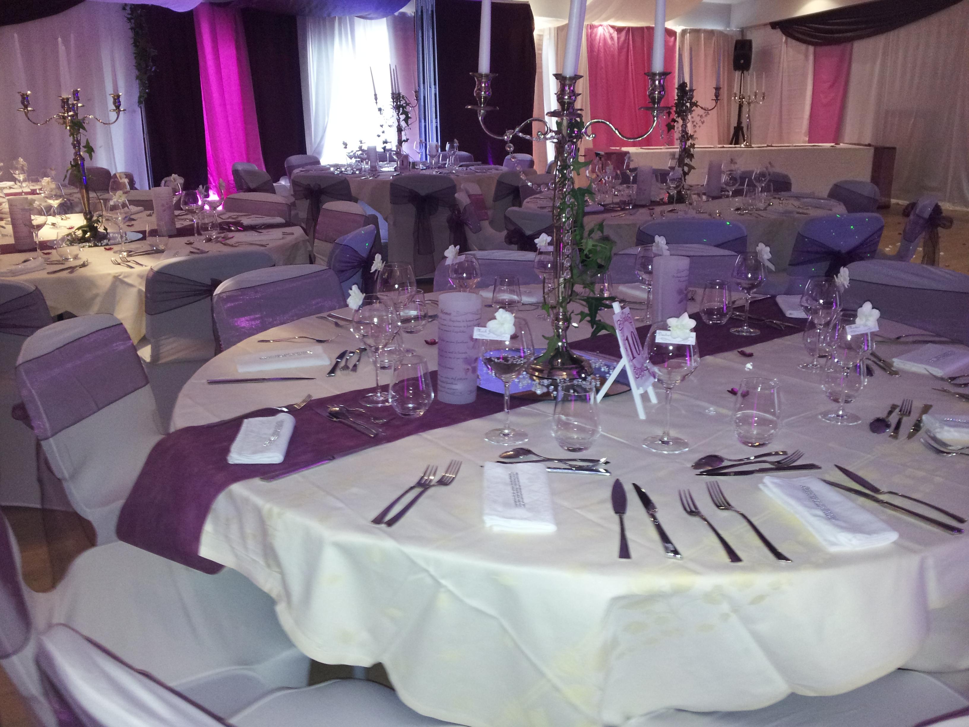 Mariage theme prune et parme decoratrice mariage festidomi - Deco prune et gris ...