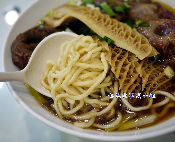11 龍記尚品牛肉麵切麵條
