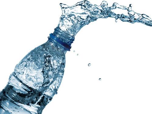 Бутилированная вода может вызывать морщины