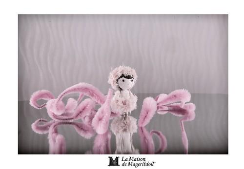 Mageritdoll: Kawaii Pom Pom Doll (Resin Art Doll Jewelry - Joyas de Muñeca. Muñeca artística resina) by La Maison de Mageritdoll