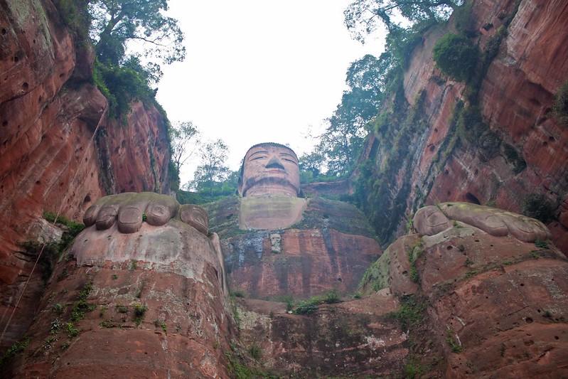 El Gran Buda de Leshan visto desde abajo