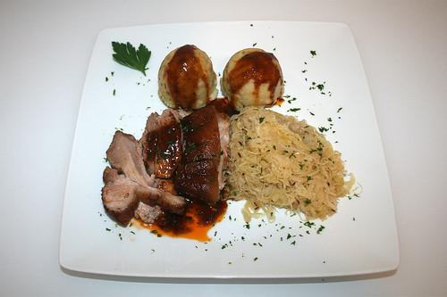 41 - Bayrische Schweinshaxe - Serviert / Bavarian pork knuckle - Served