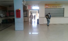 Se realizó limpieza y fumigación en Centro Comercial