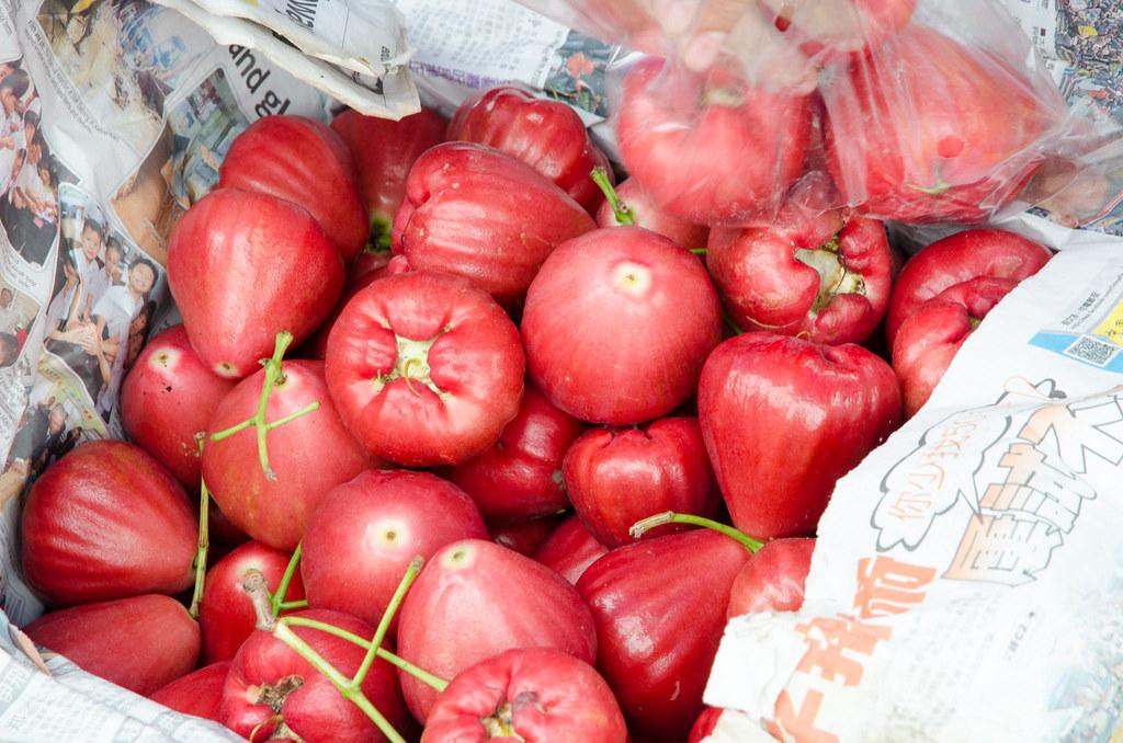Juicy Jambu Air (rose apple), a kind of guava.