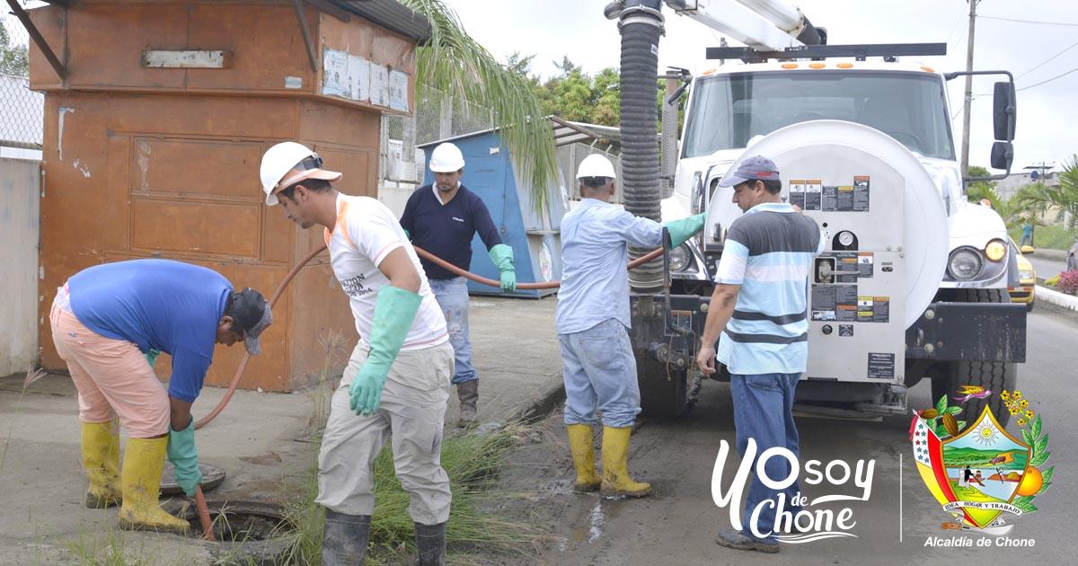 Realizan limpiezas en pozos de aguas lluvias en Chone