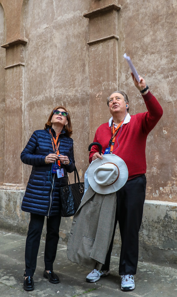 Abby and Howard '73 Milstein on a tour of Trastevere and the Janiculum Hill.   photo / Bob Joy (B.Arch. '72)