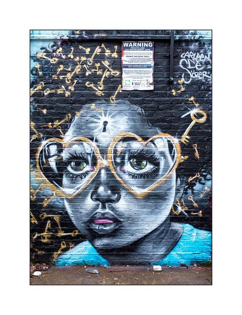 Street Art (Carleen De Sözer), East London, England.