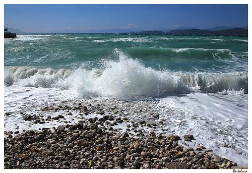 sea storm beach europe waves pebbles greece korinthia paralia korinthos peleponnesos corinthiangulf tamronsp1750mmf28xrdiiildaspifvc korinthiakόskόlpos