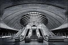 UK - London - Canary Wharf Tube Station mono - Photo24 7:32AM