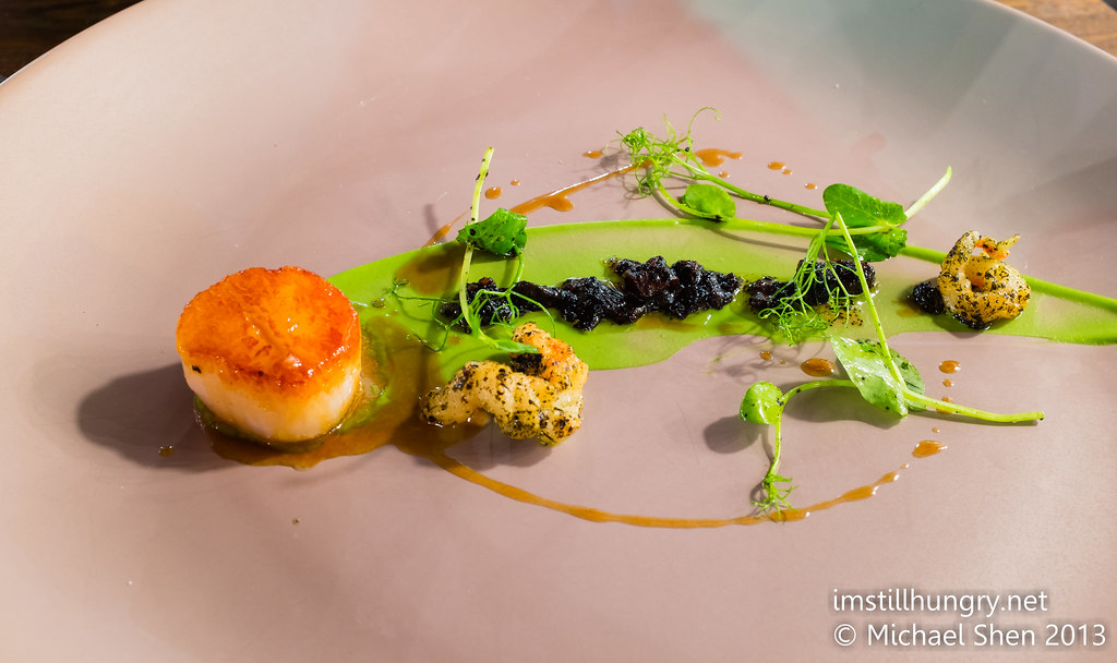 Butter poached scallops w/seaweed, broccoli cream & crystal bay prawns Tomislav