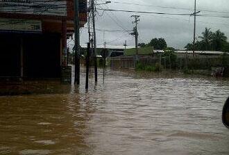 Bachaquero y La Cañada inundados tras fuerte aguacero
