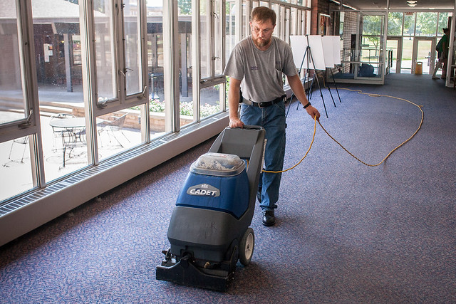 Knox College Maintenance Floor Cleaning