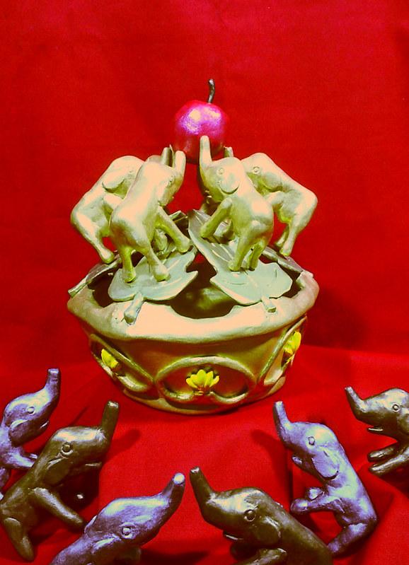 ぞうさんの冠 / Crown of Elephants