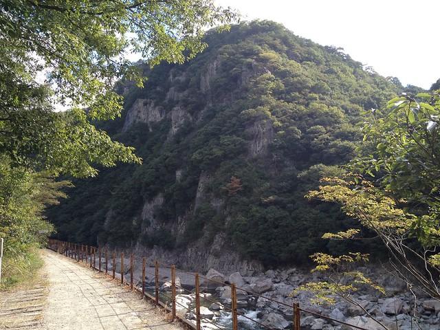 旧福知山線廃線跡-巨岩