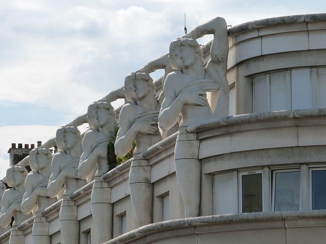 immeuble aux sculptures