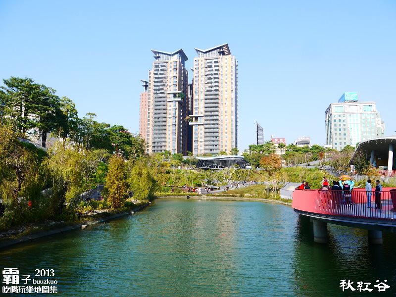 11268138824 4bd5ac5dc7 b - 秋紅谷廣場,獨特的下凹式生態景觀公園,台中新一代的熱門景點。