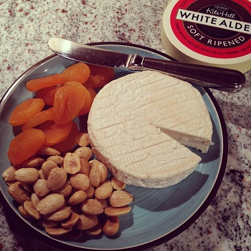 Vegan cheese plate w. Kite Hill White Alder. #vegannewyears #vegan