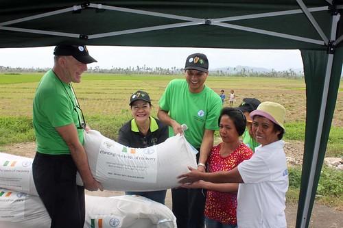 Irish Ambassador witnesses first hand FAOs response to Typhoon Haiyan - Philippines