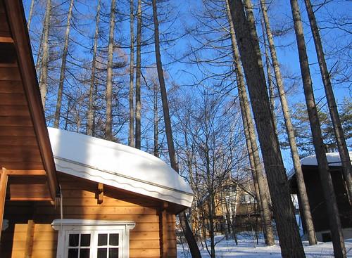 お菓子のような屋根の雪 by Poran111