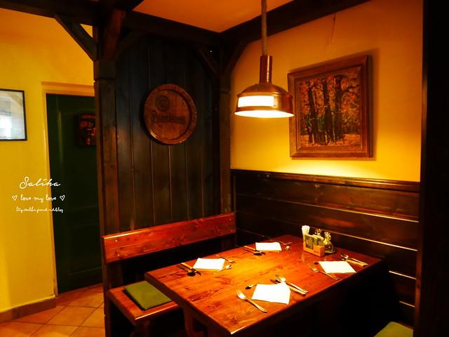 捷克Karlovy Vary餐廳推薦Restaurace U Svejka德國豬腳 (1)