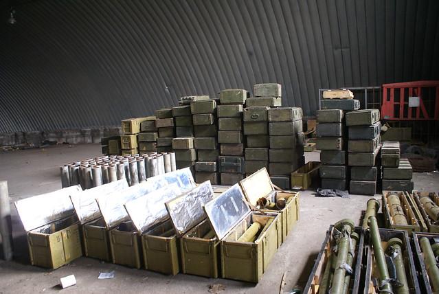 На Запоріжжі СБУ виявила великий арсенал зброї та боєприпасів _6