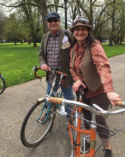 Mark & Kyle, like father like daughter on their Rivendell Bleriot & Cheviot steeds... and just check out those awesome goggles 😻 #tweedride #tweedpdx #rivbike