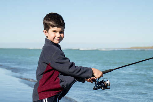 20170421_5559_7D2-50 Ethan fishing at Kairaki