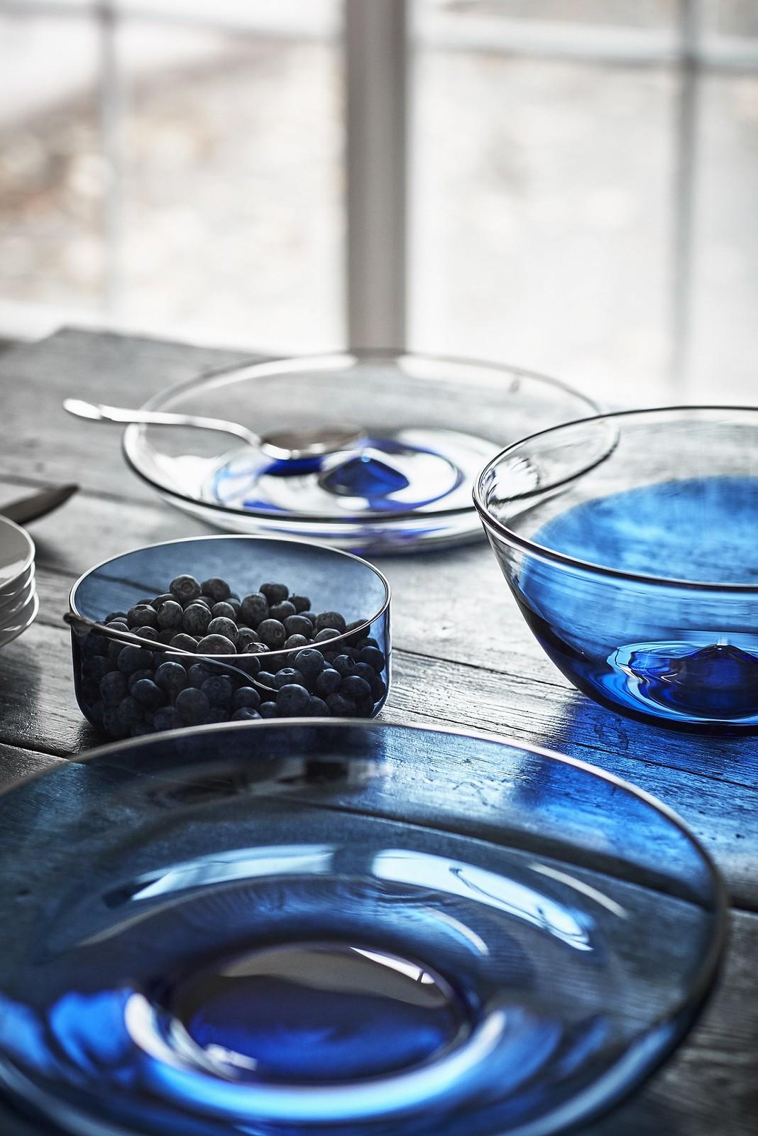 STOCKHOLM 2017 的色調取自於瑞典的光影和自然景色,如碗盤等藍色玻璃透過光線照射,可以呈現如在流動的水面上波光粼粼的效果。