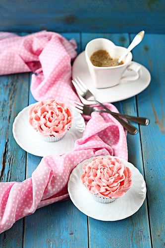 Strawberry pink cupcakes 1