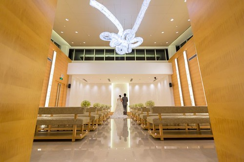 Bow tie ceiling Light in Spacious & clairvoyant Wedding Chapel at the Crowne Plaza Shanghai Anting Golf