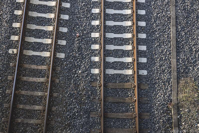 asymetrisch verlaufende Bahngleise