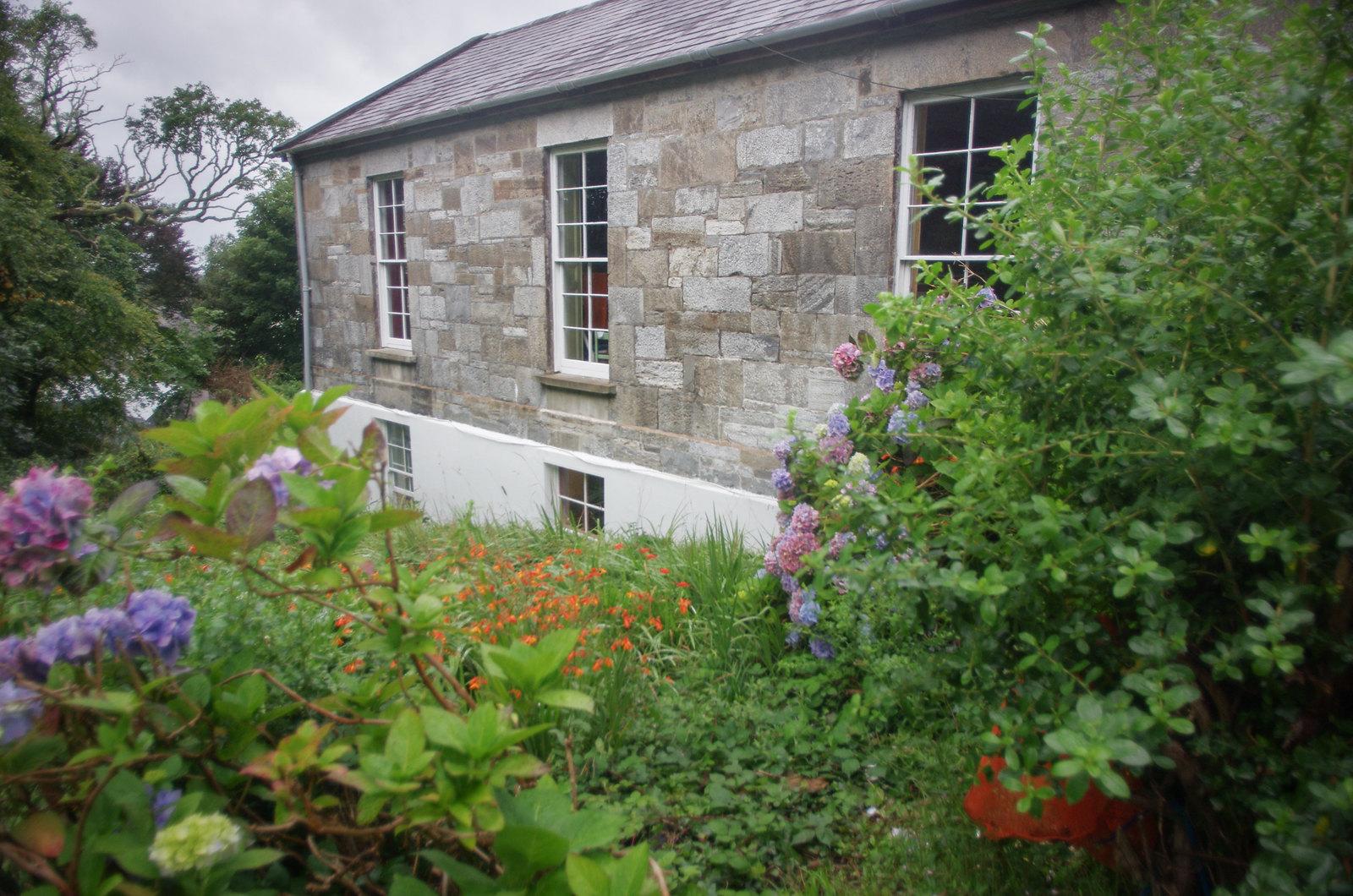 Le monastère et son jardin