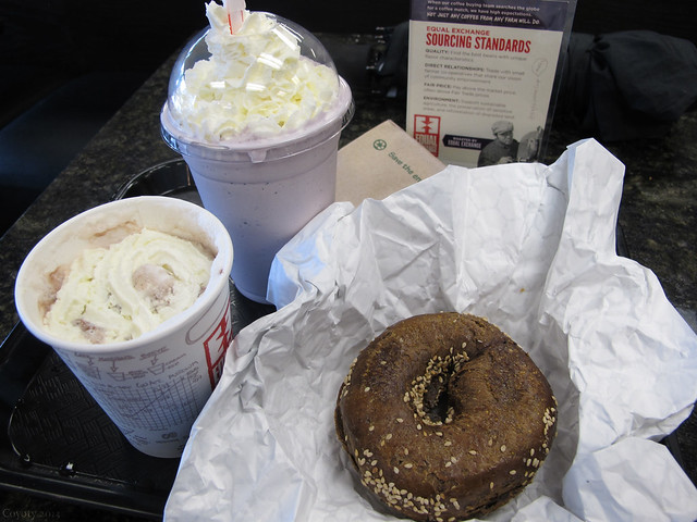 Black Russian bagel, spicy hot chocolate, and blueberry shake