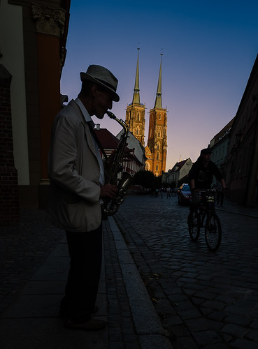 street sunset urban playing church bike bicycle vertical europa europe strada tramonto gothic poland player chiesa sax atmosfera saxophone polonia wroclaw verticale bicicletta suona gotico breslau sassofono breslavia suonatore ostrowtumski cathedralisland slesia slesien voivodatodellabassaslesia viaggiosettembre2013