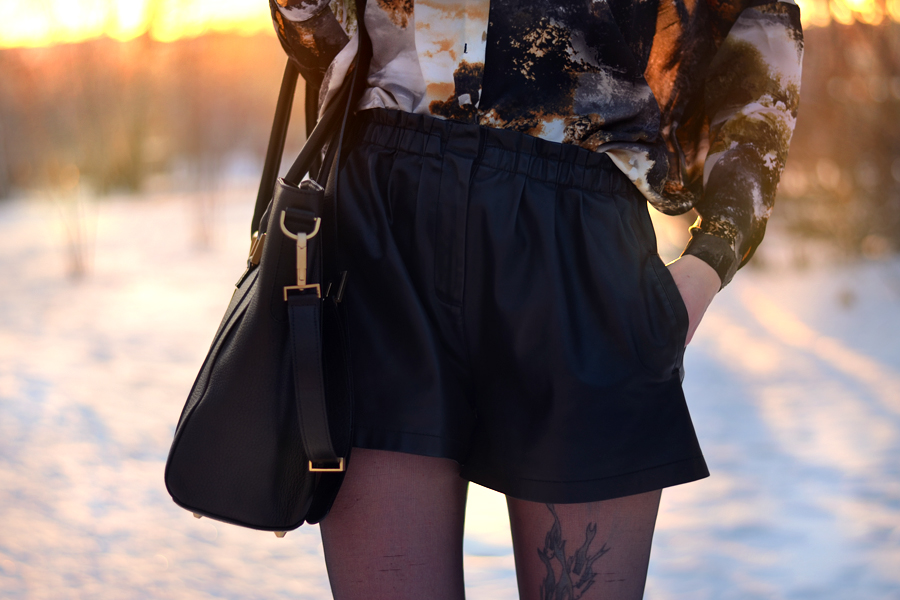 Fabros bag Mango shirt Zara shorts Topshop boots snow sunset CATS & DOGS fashion blog Berlin 1