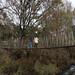 Cruzando el puente colgante
