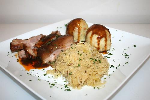 42 - Bayrische Schweinshaxe - Seitenansicht / Bavarian pork knuckle - Side view