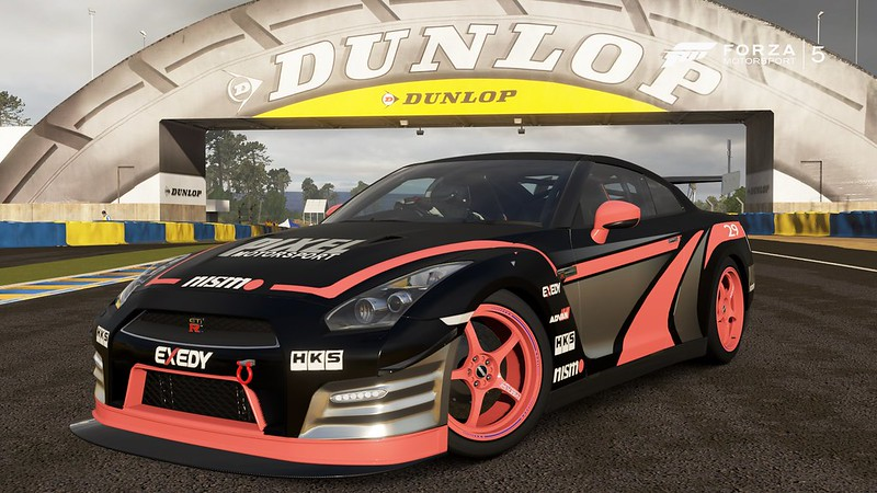 Forza 5 GTR front