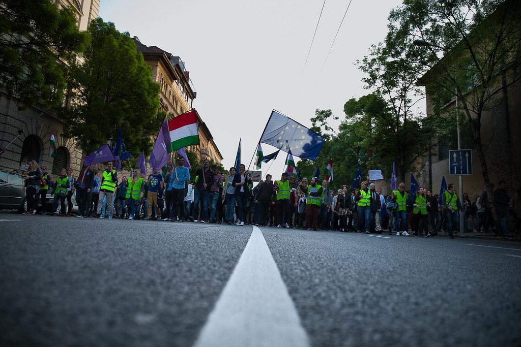 20170501 Momentum tüntetés