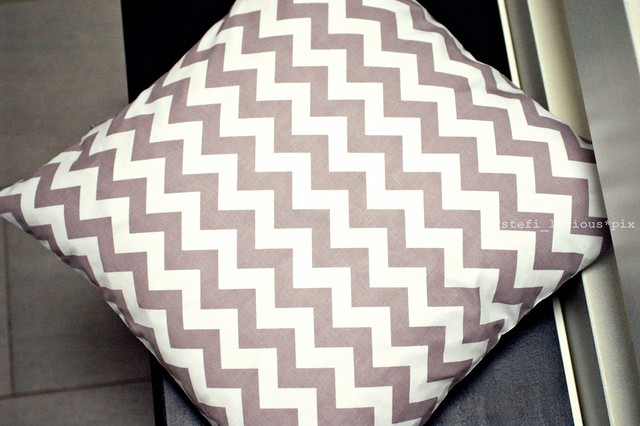 chevron_grey_1