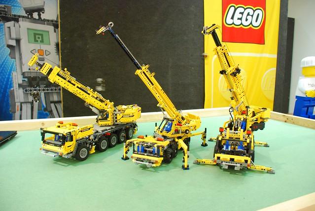 lego technic 42009 mobile crane mk ii assembling the. Black Bedroom Furniture Sets. Home Design Ideas