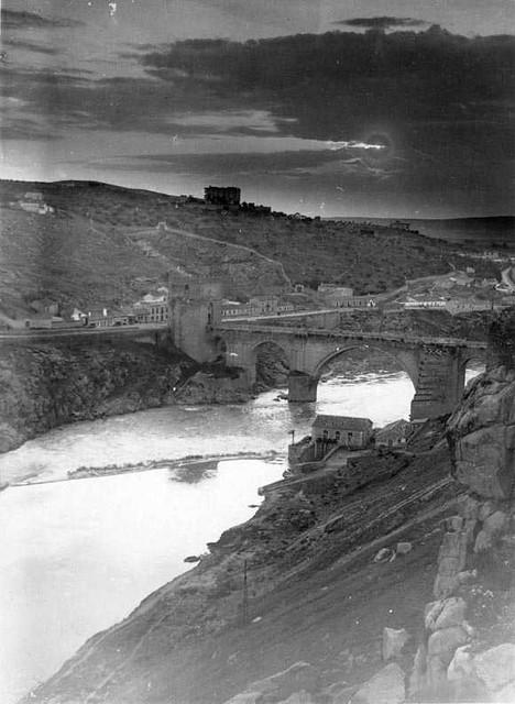 Puente de San Martín  en 1935. Fotografía Josep Gaspar i Serra © Arxiu Nacional de Catalunya. Signatura ANC1-23-N-1543