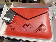 textile(0.0), handbag(0.0), wallet(0.0), pink(0.0), orange(1.0), pattern(1.0), coin purse(1.0), red(1.0), leather(1.0), design(1.0), brand(1.0),