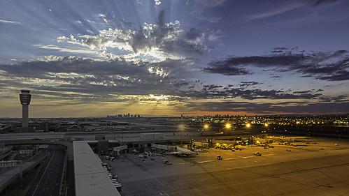 sunset phoenix airport nikon dusk airplanes sunrays phx lightroom skyharbor d7100 1424mmf28 tkactions phoenixrisingphotography daytonighttransition adamschmid skyharbortinternationalairport