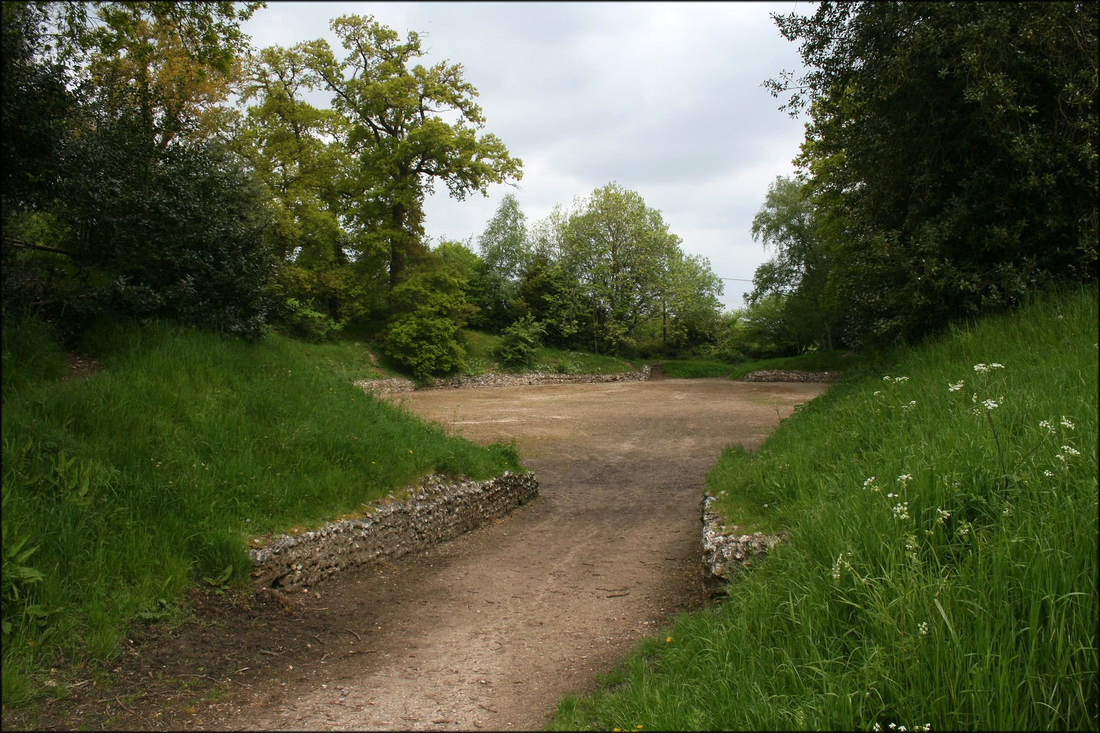 Calleva Atrebatvm Roman Amphitheatre Just to the east of Silchester is the remains of what was likely an important Roman Town. The town had a wall around it and an amphitheatre.