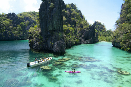 El-Nido-Resorts-Activities-Kayaking-at-the-Big-Lagoon