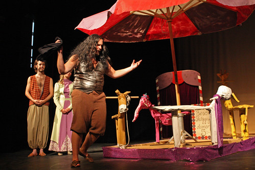 Jag kommer ingenstans. Stormen (Philip Kristiansson) sjunger om sitt trista liv som karusellskötare.