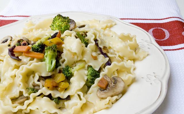 Mafaldini con verduras salteadas