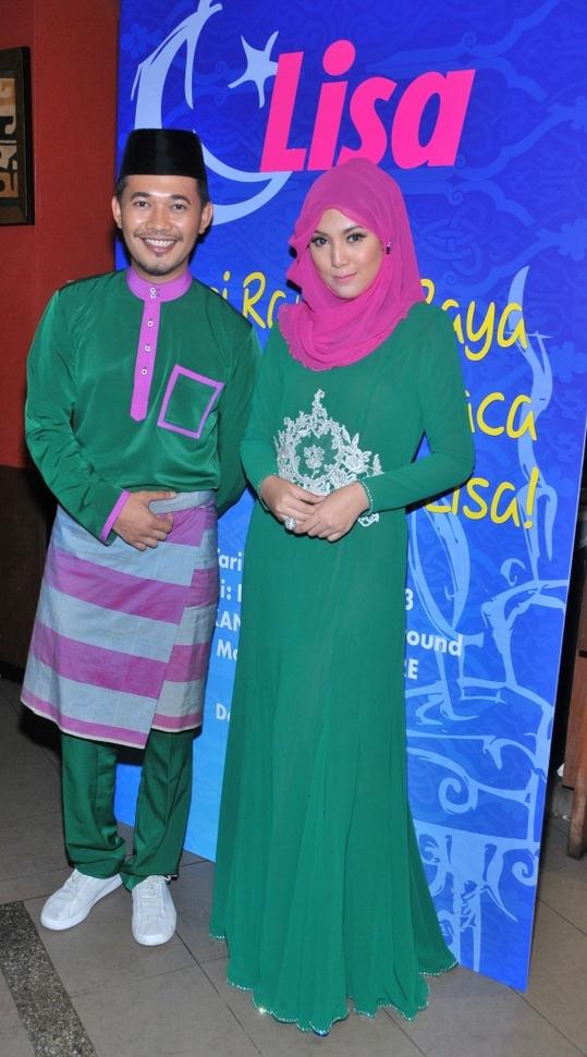 Karl Shafek dan Shila Amzah hadir dalam tona hijau dan merah jambu