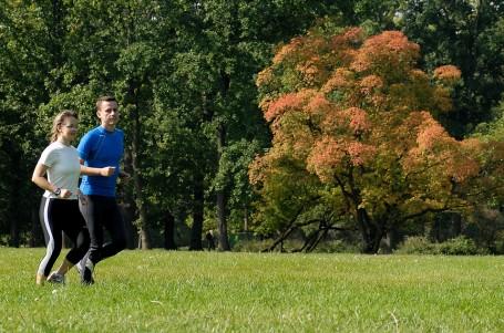 ZAČÁTEČNÍCI: Jak si udržet lásku k běhání přes podzim a zimu